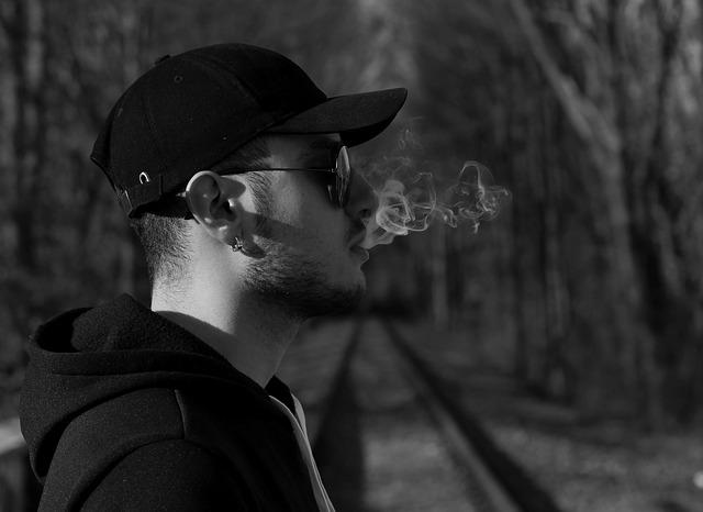 禁煙を考えている男性